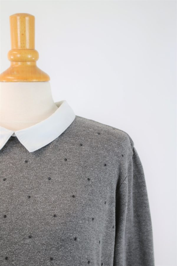 Pull gris avec col blanc occasion
