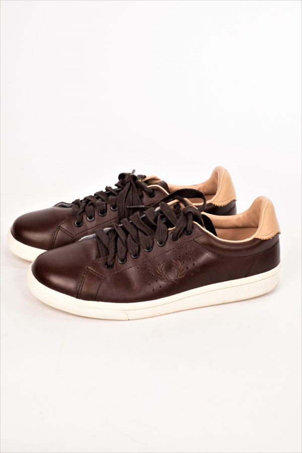 BASKETS TAILLE 40 FRED PERRY